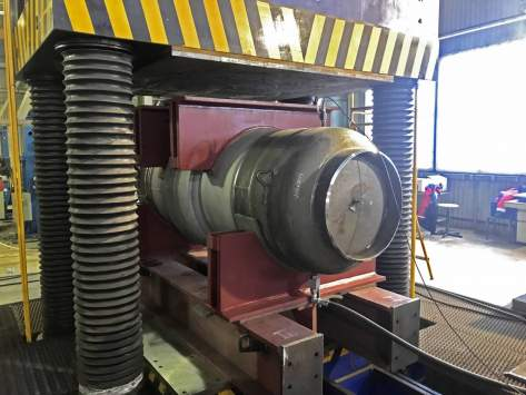 Tests for internal pressure combined action and torque